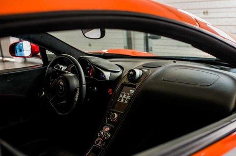 Száguldj V8-as McLaren MP4-12C sportkocsival!
